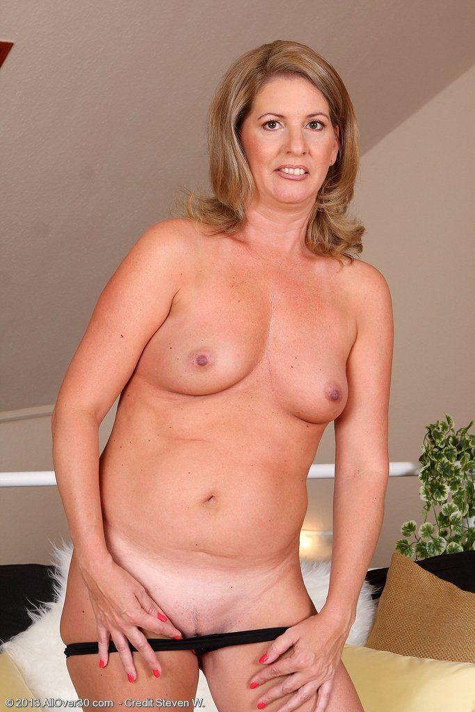 Fully naked emo girl
