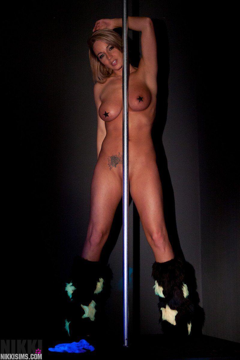 Amateur Striptease amateur women doing striptease - photos and other amusements