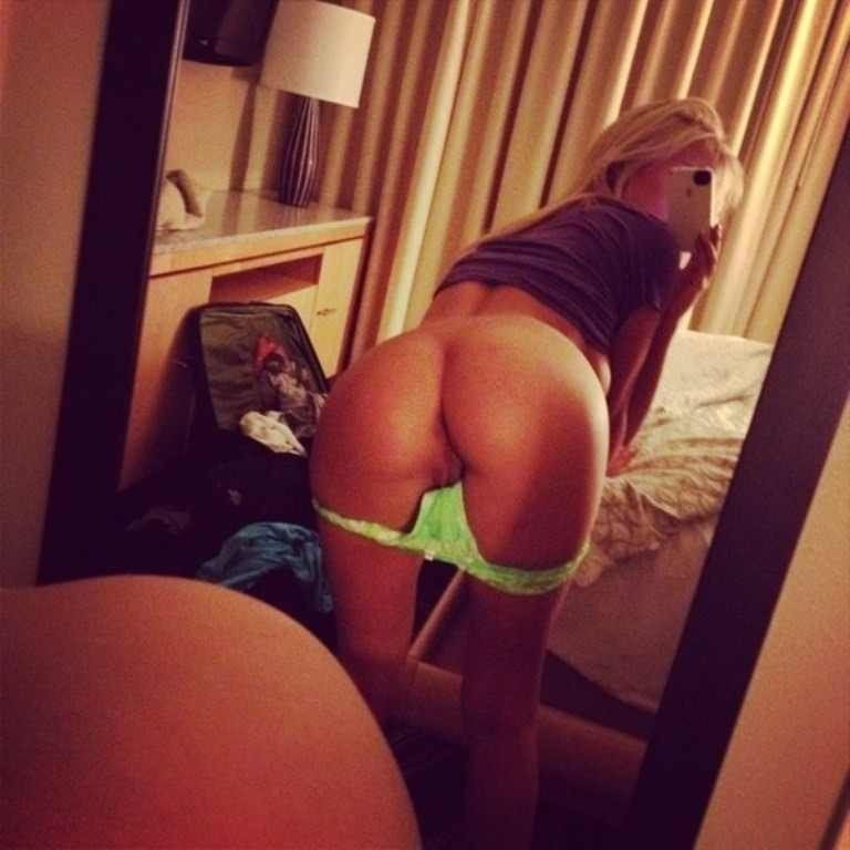 girl bent over nude selfies