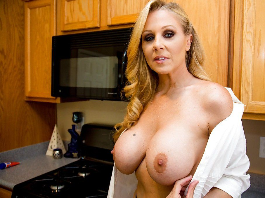 hot big boobed blonde moms naked