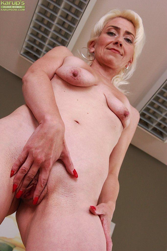Women nackt old Nude Mature