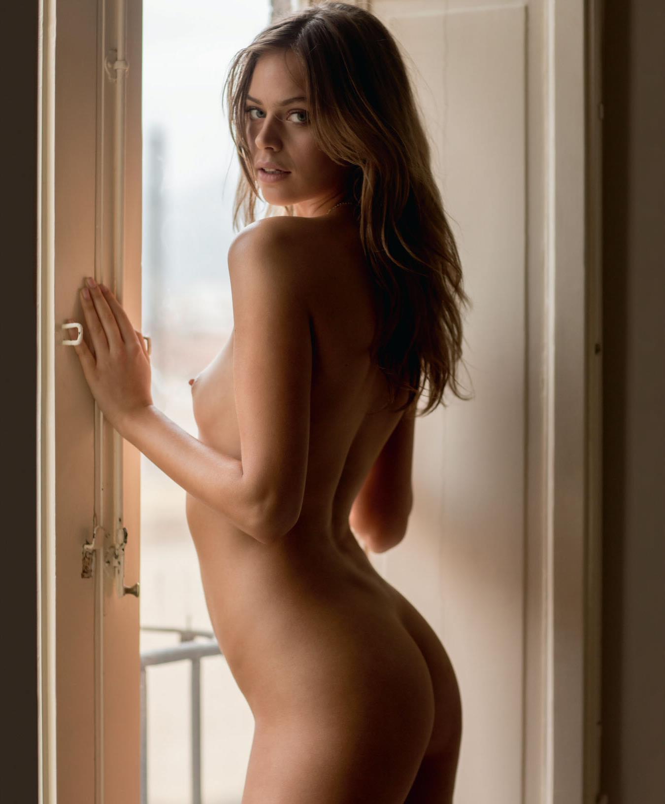 Alyssa Milano Nua playboy holly madison golaya - porn clips. comments: 2