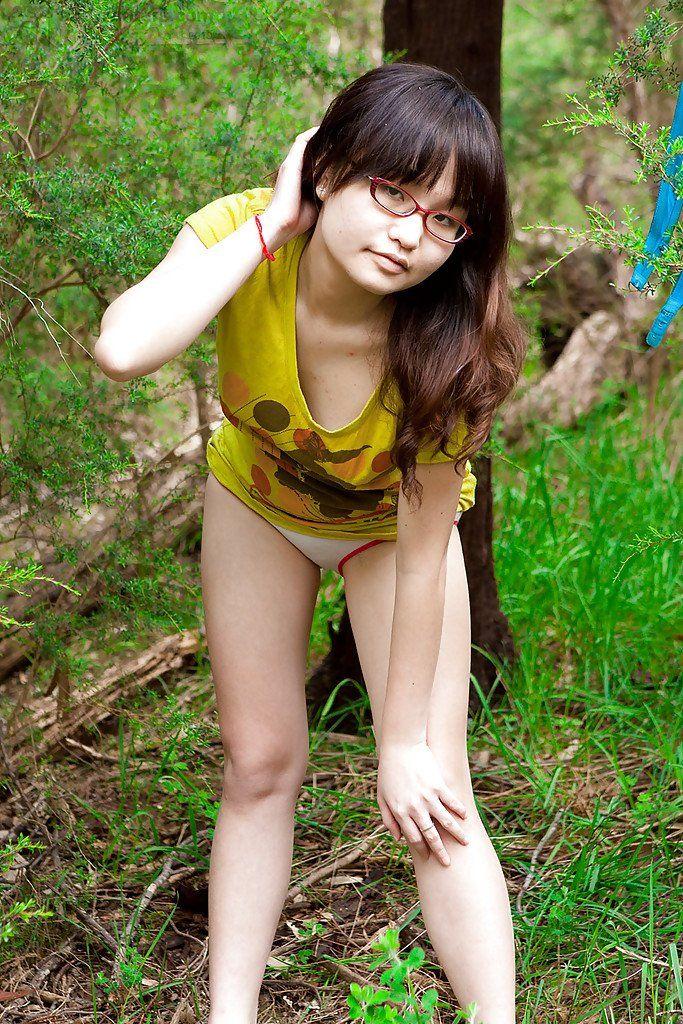 Isla fisher posing nude