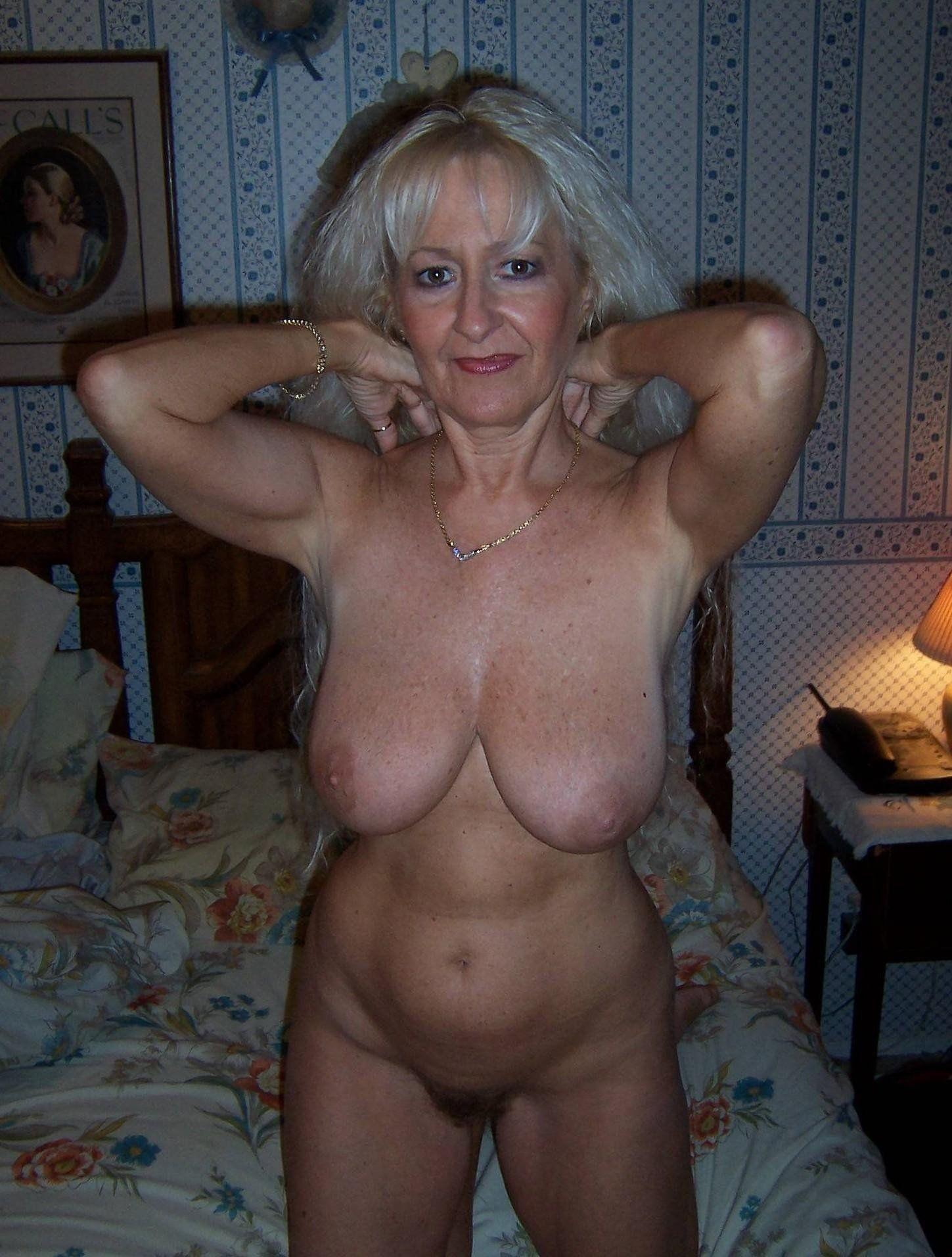 Naked mature moms pics